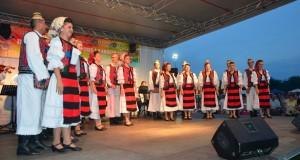 Ansamblul Transilvania din Baia Mare pe scena Zilelor orasului Chisineu Cris